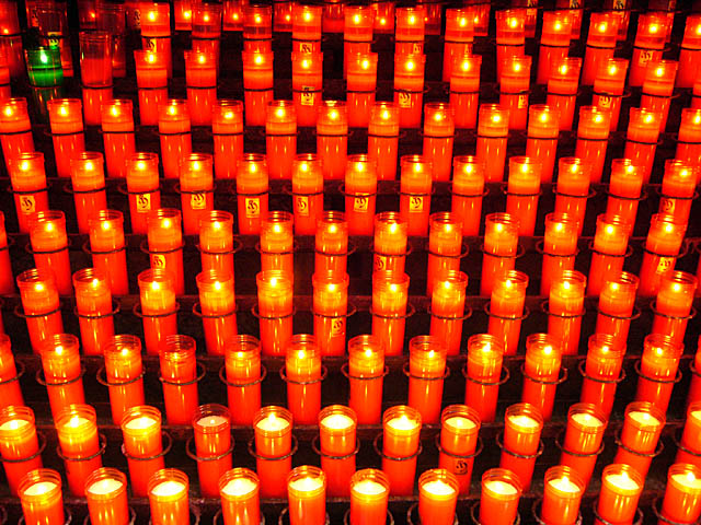 baldiri : red candles : BALDIRI06081601.jpg