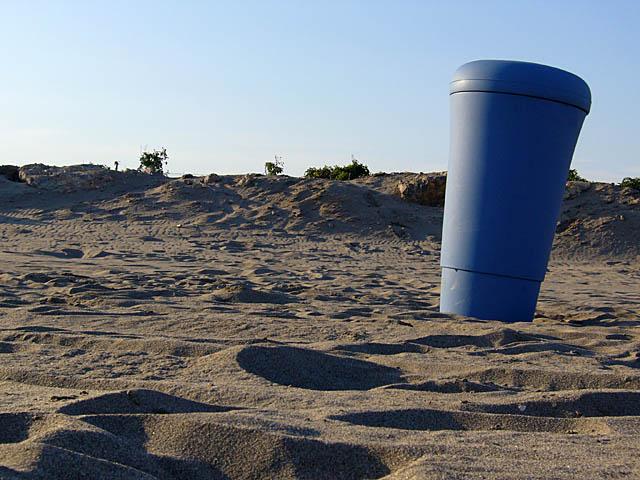baldiri : beach bin : BALDIRI06082801.jpg