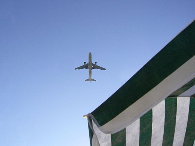 baldiri : airport beach : BALDIRI06091001.jpg